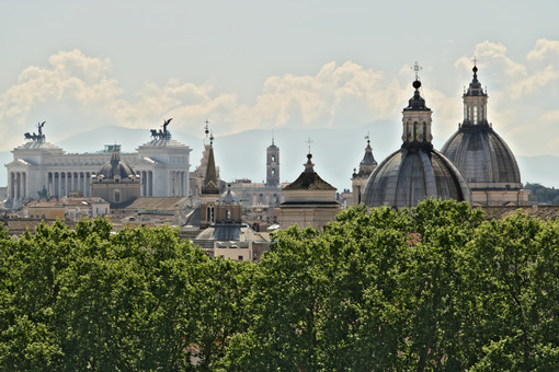 Panorama of Rome with the Altar of the Fatherland - MyVideoimage.com
