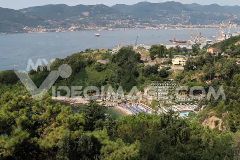Panorama of the Gulf of La Spezia and the Blue Bay. The Blue Bay is a beach near the city of La Spezia. - MyVideoimage.com | Foto stock & Video footage