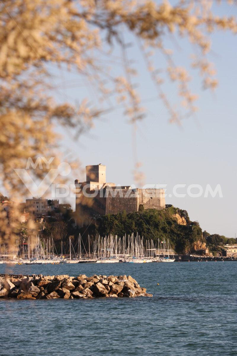Panorama of the castle of Lerici and the tourist port. Sea pictures - LEphotoart.com