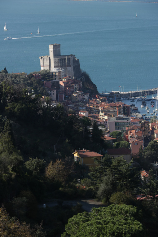 Panorama of the town of Lerici with the sea, the castle, the houses and the tourist port. - MyVideoimage.com