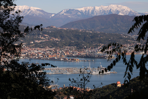 Panoramic view of La Spezia in Liguria shot from above. A cruise ship in the port, numerous moored sailboats and commercial port cranes. - LEphotoart.com