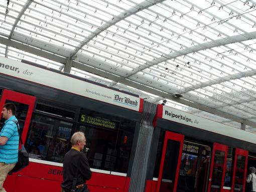 Passenger at the tram station. Foto Stazione Tram photo