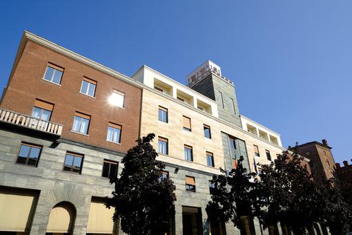 Piazza Stradivari. Fascist-rationalist style building. Foto stock royalty free. - MyVideoimage.com | Foto stock & Video footage