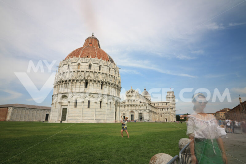 Piazza dei Miracoli of Pisa. People photograph the monuments and the leaning tower. Città italiane