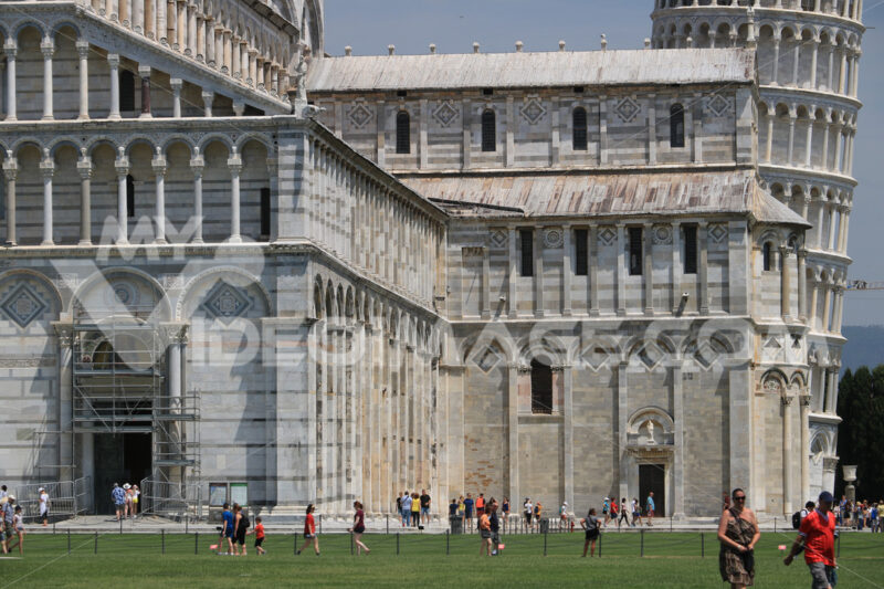 Piazza dei miracoli of Pisa. Cathedral, leaning tower of the Tuscan city. Blue sky with clouds. Città italiane.