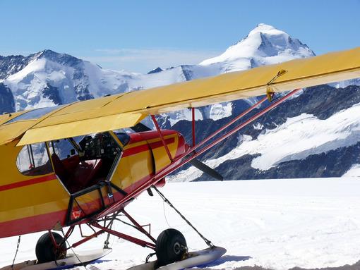 Plane landed on the jungfraujoch. Foto aereo. Airplane photos