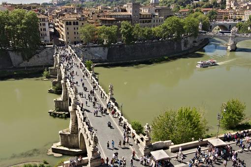 Ponte Sant'Angelo crosses the Tiber river in Rome. - MyVideoimage.com