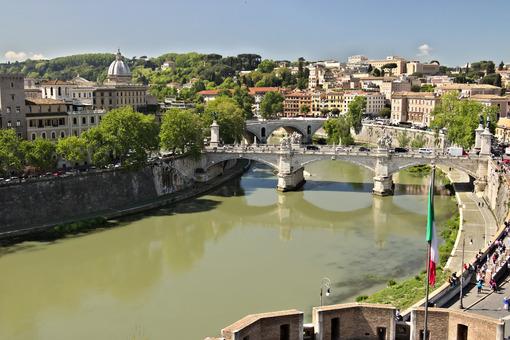 Ponte Vittorio Emanuele and the Tiber River. - MyVideoimage.com