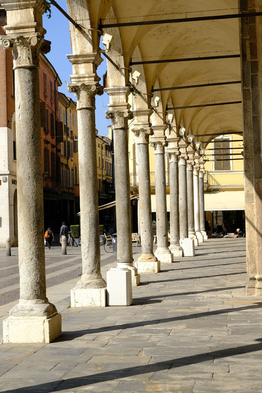 Porch with ancient stone columns. - MyVideoimage.com | Foto stock & Video footage