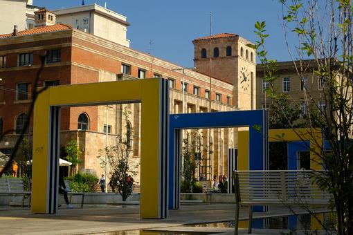 Porte colorate a La Spezia. Colorful portals in the city. Foto stock royalty free. - MyVideoimage.com | Foto stock & Video footage