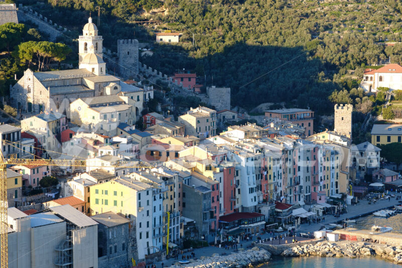 Portovenere panorama, near the Cinque Terre in the light of sunset. Colorful houses, the church, with walls. Foto mare. - MyVideoimage.com | Foto stock & Video footage