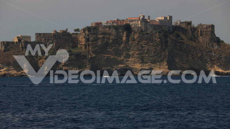 Procida island from the sea. The island of Procida seen from the sea. The village of Corricel - MyVideoimage.com | Foto stock & Video footage