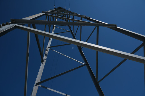 Pylon. High voltage power line pylon on blue sky background. - MyVideoimage.com | Foto stock & Video footage
