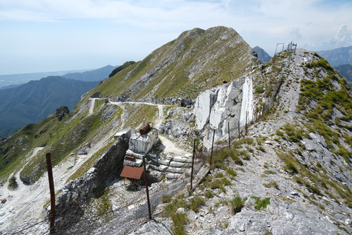 Quarries. White marble quarries on Monte Corchia. Stock photos. - MyVideoimage.com | Foto stock & Video footage