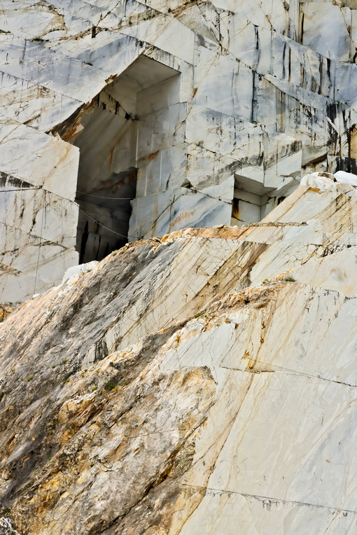 Quarry of white marble. The precious white Carrara marble has been extracted from the Alpi Apuane quarries since Roman times. - LEphotoart.com