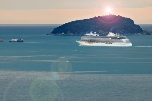 Regent Seven Seas Explorer cruise ship in the Ligurian Sea. Foto navi. Ships photo.