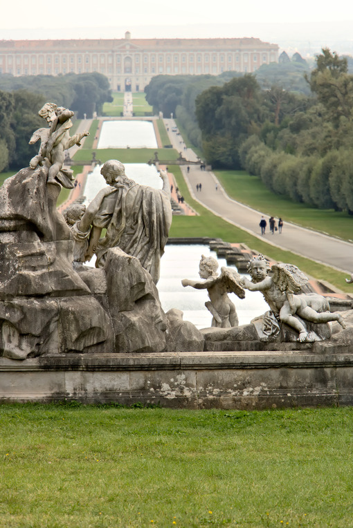 Reggia di Caserta, Italy. 10/27/2018. The pools of the large fountain in the park. - MyVideoimage.com