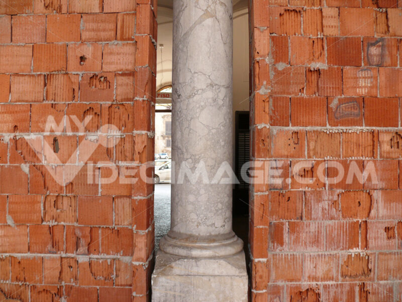 Renovation of a building. - MyVideoimage.com | Foto stock & Video footage