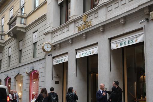 Rolex store with shop windows on Via Montenapoleone in Milan. Pa - MyVideoimage.com