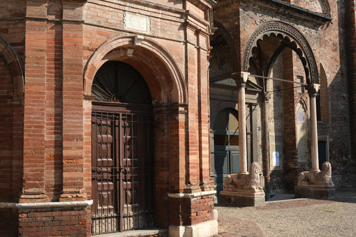 Romanesque brick church. - MyVideoimage.com | Foto stock & Video footage