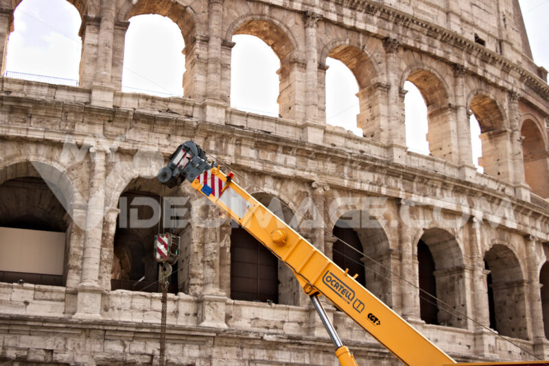 Rome Colosseum and a construction crane. - MyVideoimage.com