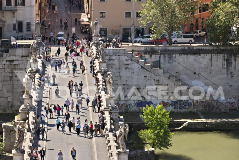 Rome, Italy. 05/02/2019.  Ponte Sant'Angelo crosses the Tiber river in Rome. - MyVideoimage.com