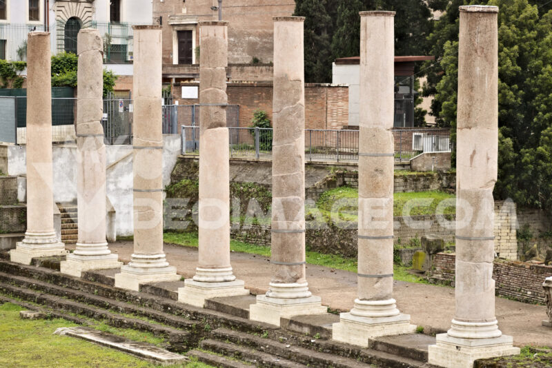 Rome. Row of columns at the Roman forum. The columns are visible - MyVideoimage.com