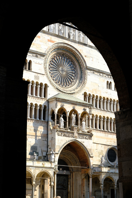 Rose window of the Cremona Cathedral. - MyVideoimage.com | Foto stock & Video footage