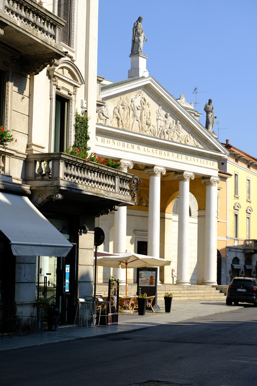 S. Agata Cremona. Neoclassical temple facade with marble columns. Foto stock royalty free. - MyVideoimage.com | Foto stock & Video footage