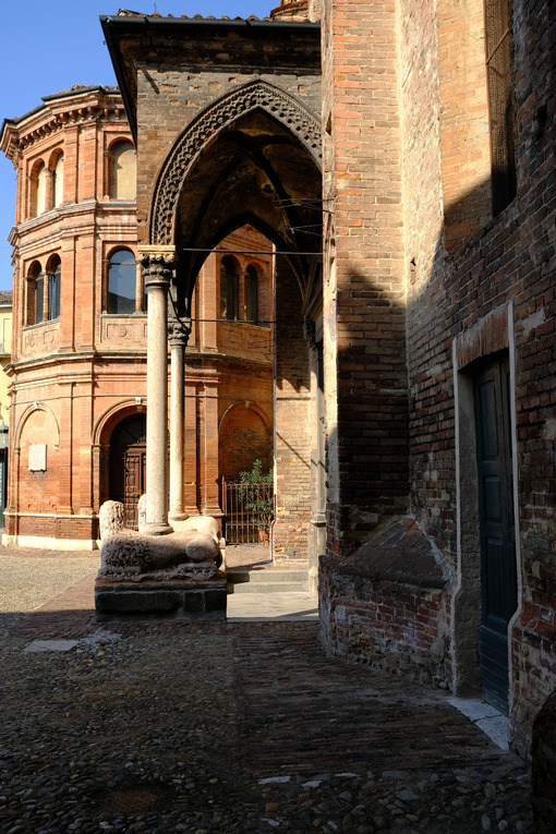 San Luca Cremona. Romanesque brick church. Foto stock royalty free. - MyVideoimage.com | Foto stock & Video footage
