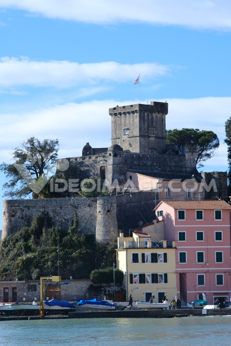 San Terenzo Castle in Lerici. Photo of a small castle by the sea. Blue sky with clouds and blue sea. - MyVideoimage.com | Foto stock & Video footage