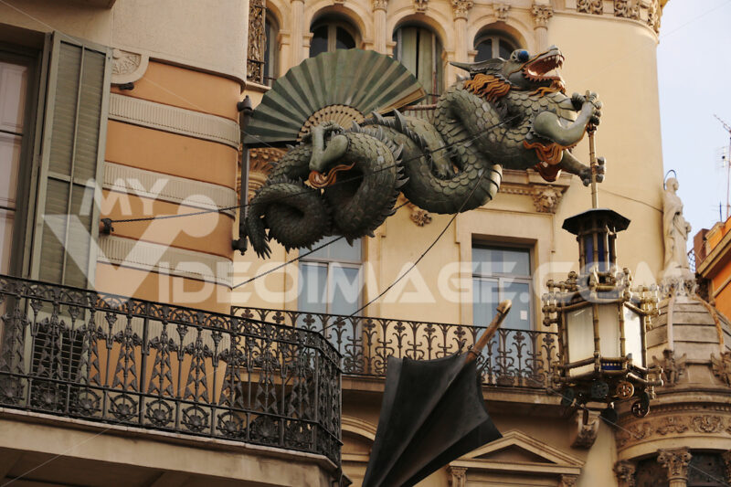 Sculpture of the dragon to decorate the facade of a building in Barcelona - MyVideoimage.com