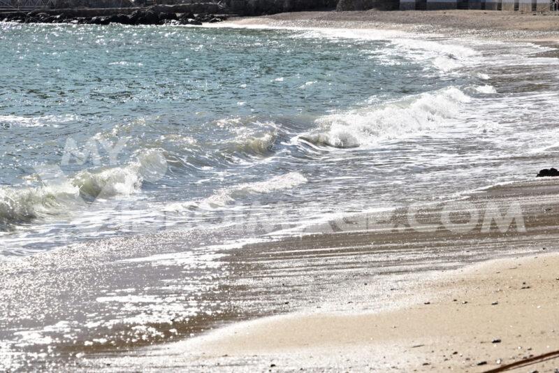 Sea waves break on the beach. - MyVideoimage.com