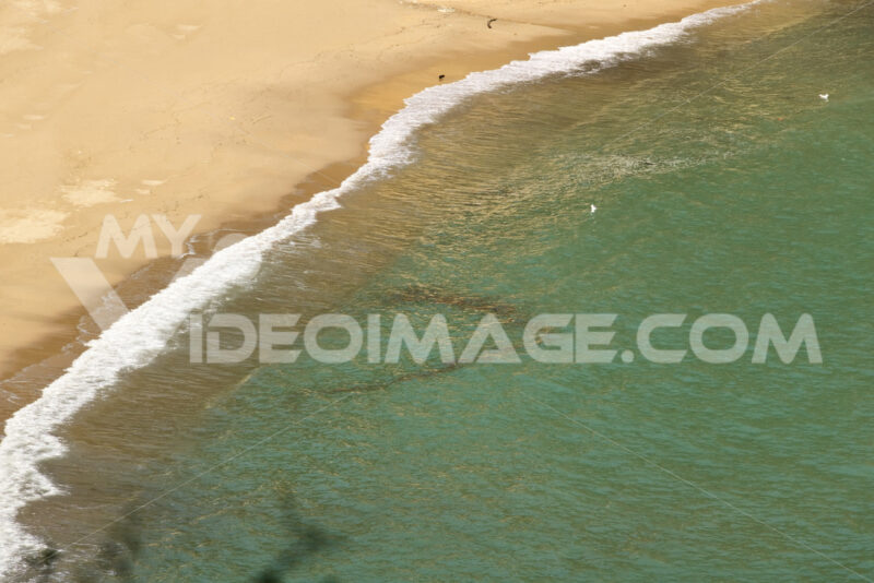 Sea waves break on the beach. - MyVideoimage.com