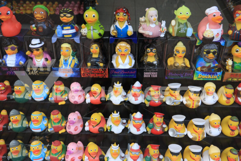 Series of duck puppets with cartoon characters. - MyVideoimage.com | Foto stock & Video footage