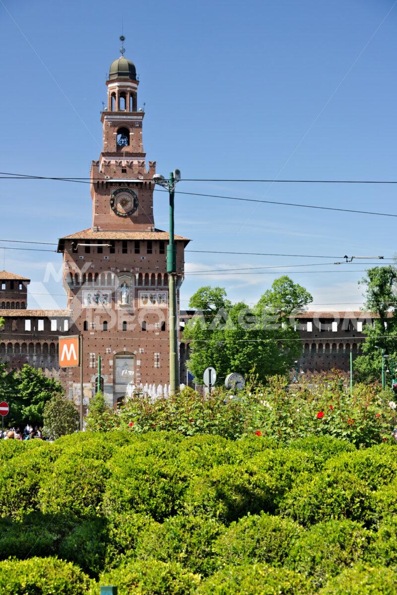 Sforza Castle in Milan. The tower above the main entrance. Milano foto. Città italiane. Italian cities.