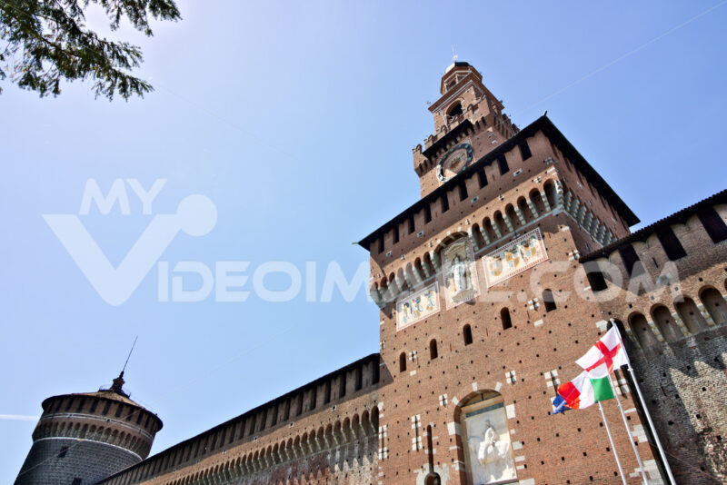 Sforza Castle in Milan. Tower with clock. The tower that overlooks the entrance to the walls of the castle of Milano. Città italiane. Italian cities.