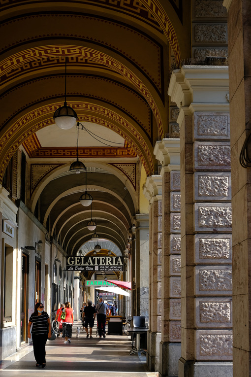 Shops in the city. Arcades with shops and people walking. Stock photos. - MyVideoimage.com | Foto stock & Video footage