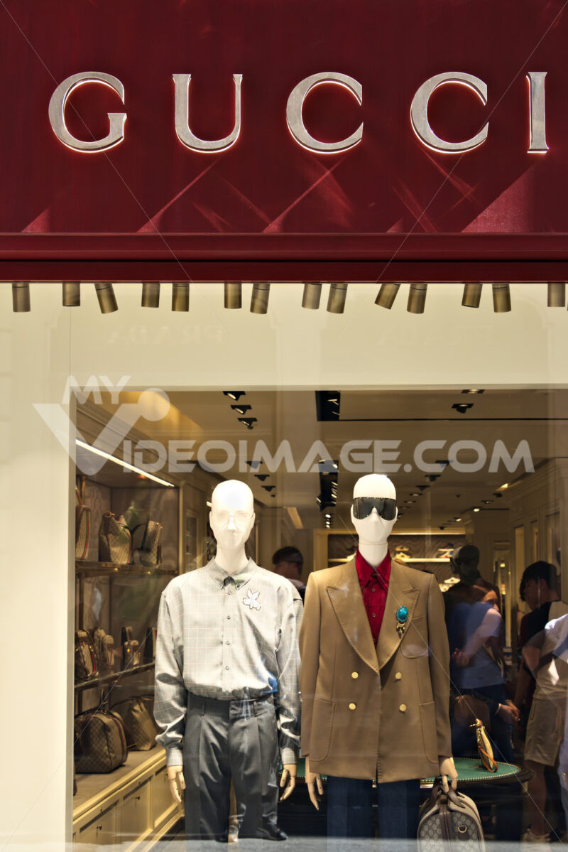 Showcase of the Gucci store in Via Condotti. - MyVideoimage.com