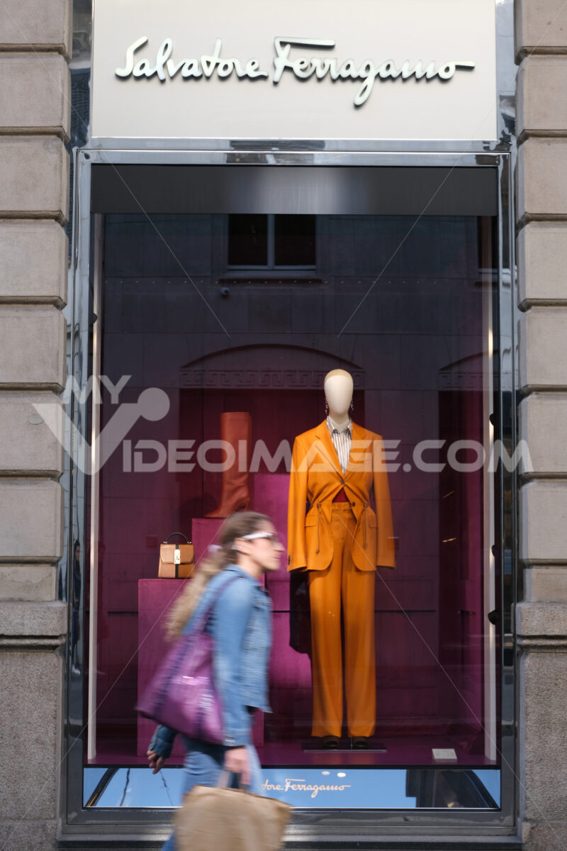 Showcase of the Salvatore Ferragamo high fashion store in Via Montenapoleone. Milano foto. - LEphotoart.com