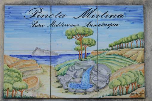 Signboard painted on ceramic tiles. Signaling of the Pineta Mart - MyVideoimage.com