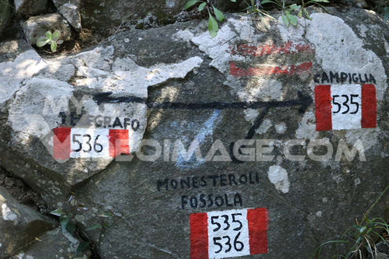 Signposting of the Cinque Terre paths. Foto royalty free. - LEphotoart.com
