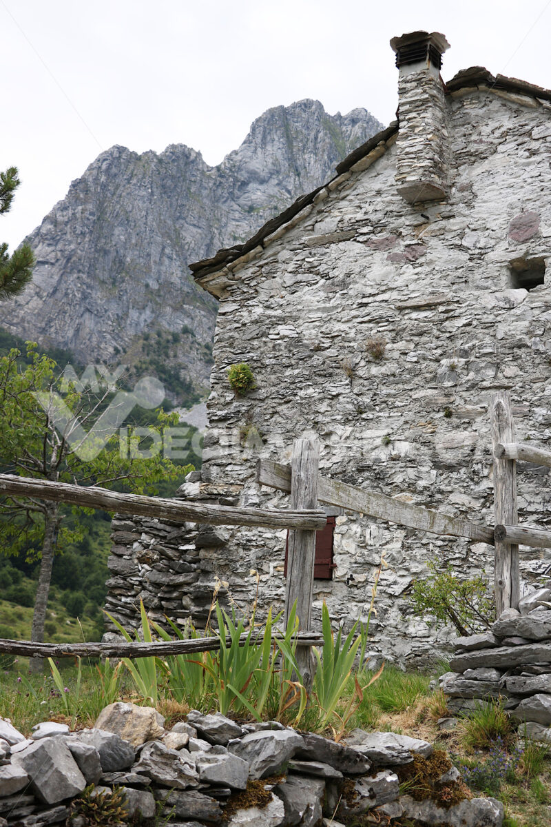 Small village. Houses in stone and white marble stones.  Campocatino, Garfagnana, Apuan Alps, Lucca, Tuscany. Italy. - MyVideoimage.com | Foto stock & Video footage