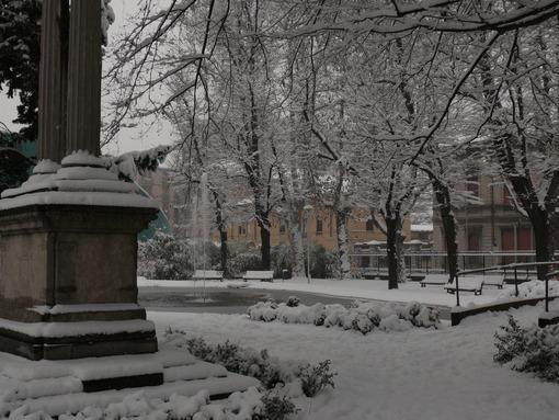 Snowfall in the city of Busto Arsizio. - MyVideoimage.com