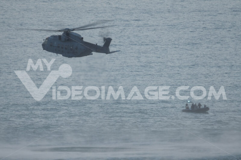 Soccorso in mare. Helicopter on a rescue mission at sea during exercise. Foto stock royalty free. - MyVideoimage.com | Foto stock & Video footage