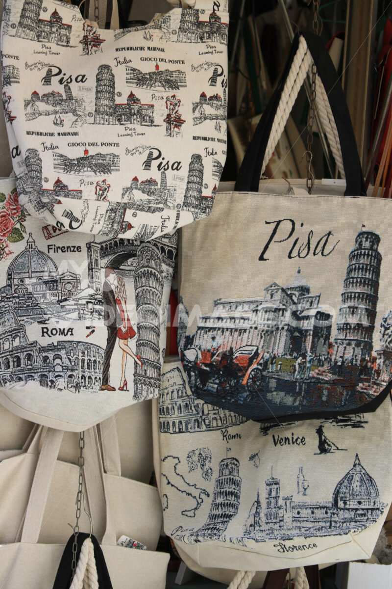 Souvenir bags of the leaning tower of Pisa. Market stalls in the - LEphotoart.com