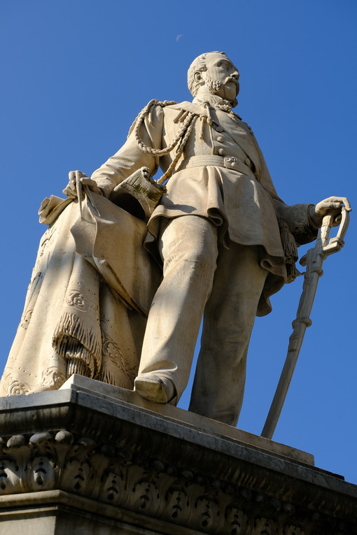Statue of Admiral Domenico Chiodo. - MyVideoimage.com | Foto stock & Video footage