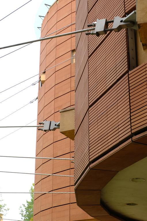 Steel rods. Steel tie rods and brick facade. Stock photos. - MyVideoimage.com | Foto stock & Video footage