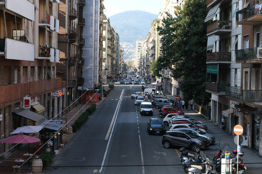 Street of La Spezia. Busy street with residential buildings. Stock photos. - MyVideoimage.com | Foto stock & Video footage