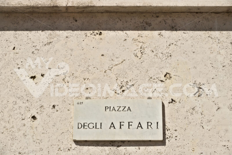 Street sign of Piazza degli Affari in Milan. The Borsa Italiana is based in this square at Palazzo Mezzanotte - MyVideoimage.com